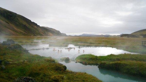 Teplo v zemi ledu. Term�ln� prameny na Islandu zah�ej� zk�ehl� t�lo i du�i