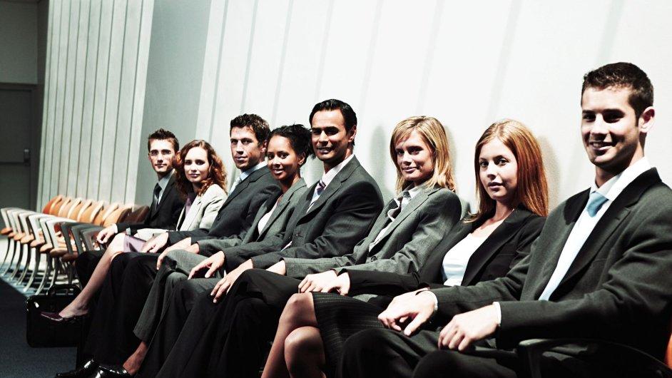 Firmy v Česku teď nejvíce potřebují obchodní zástupce