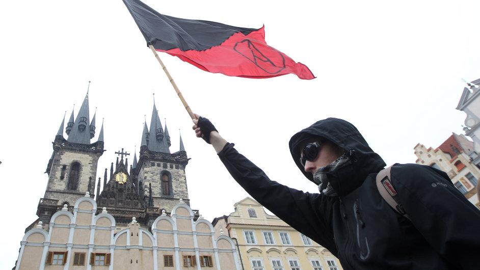 Anarchisté před pražským magistrátem 1. května 2013