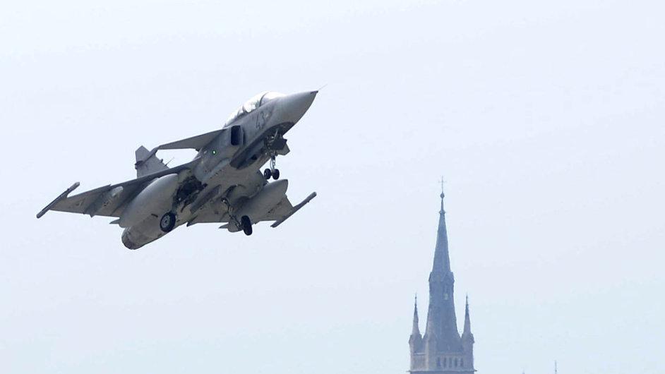 Na Mistrovství ČR v akrobacii letounů se představí i české bojové letouny Gripen.