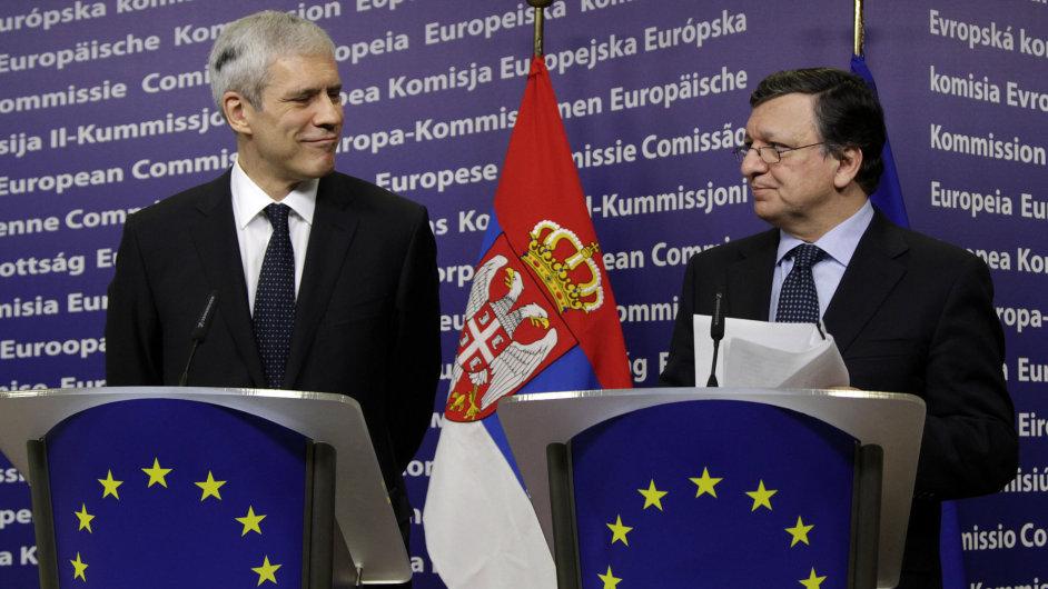 Srbský prezident Boris Tadić a předseda Evropské komise José Barroso