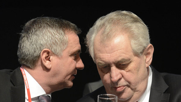 Prezident Miloš Zeman o sponzorském daru pro Stranu práv občanů, jejímž čestným předsedou je, nic neví.