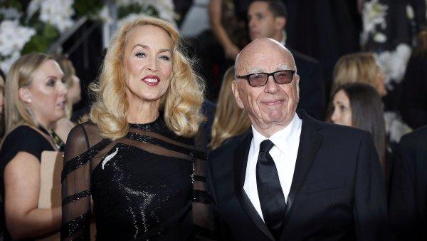 Rupert Murdoch se svou snoubenkou Jerry Hallovou.