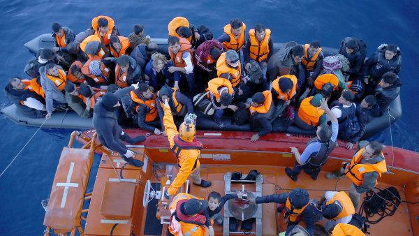 Turecko zadrželo na pobřeží desítky Syřanů mířících do Řecka - Ilustrační foto.
