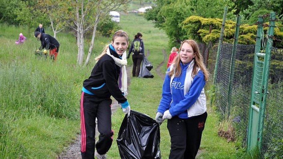 V prvním ročníku dobrovolníci vysbírali z krajiny 350 tun odpadků, ilustrační foto