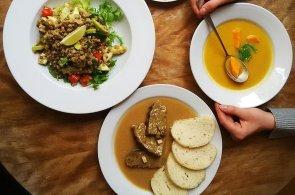 Sv��kov� bez sv��kov�: V restauraci Plevel serv�ruj� odleh�enou �eskou klasiku