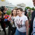 Nadija Sav�enkov� na leti�ti Boryspil v Kyjev�.