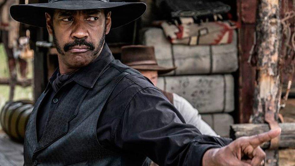 Film Sedm statečných v hlavní roli s Denzelem Washingtonem (na snímku) česká kina promítají od čtvrtka.