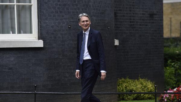 Bylo to největší překvapení jarního rozpočtového výhledu, když ministr financí Philip Hammond oznámil dvouprocentní zvýšení odvodů na sociální pojištění pro osoby samostatně výdělečně činné.