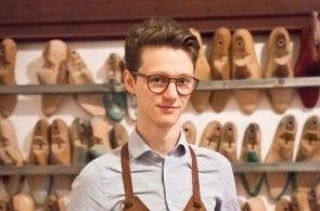 Řemeslo mi přineslo zenový klid, říká nadaný student, který se rozhodl šít boty