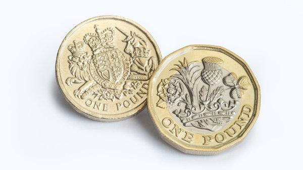 Stará (vlevo) a nová jednolibrová mince.
