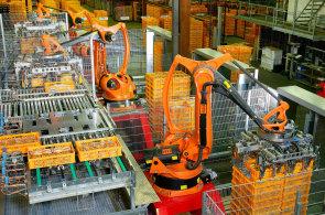 Roboti nahrazují dělníky a snižují mzdy, ukázala poprvé americká studie
