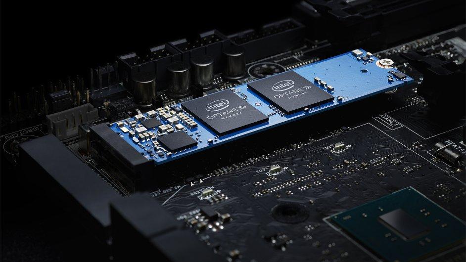 Nové paměti Intel Optane slibují dvojnásobně rychlejší start Windows proti stavu s pevným diskem.