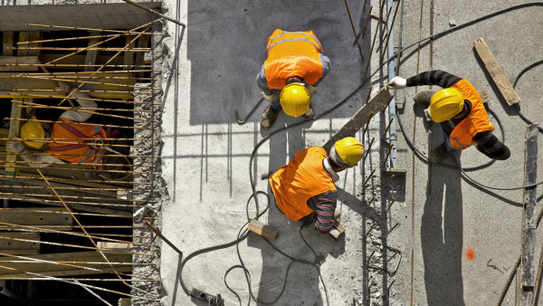 Na objemu veřejných zakázek se nejvíce tradičně podílí stavebnictví - Ilustrační foto.