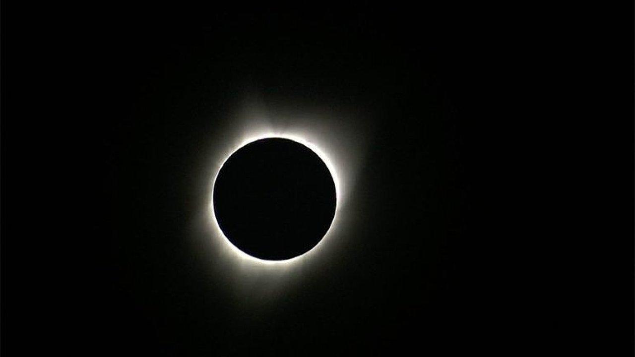 Američané mohli po 99 letech sledovat úplné zatmění Slunce. Záběry jsou z Oregonu