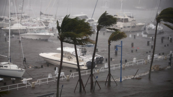 Irma se blíží k městu Naples na západním pobřeží Floridy