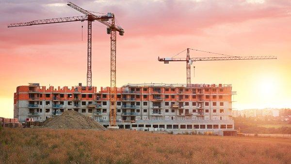 Pořídit si byt nebo dům s pomocí úvěru dnes dává smysl z čistě ekonomického hlediska.