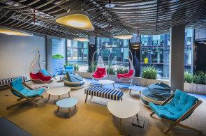 Nejlepší kanceláře v Česku připomínají les, kavárnu i vlakové kupé. Do finále soutěže Zasedačka roku se probojovalo rekordních 42 firem