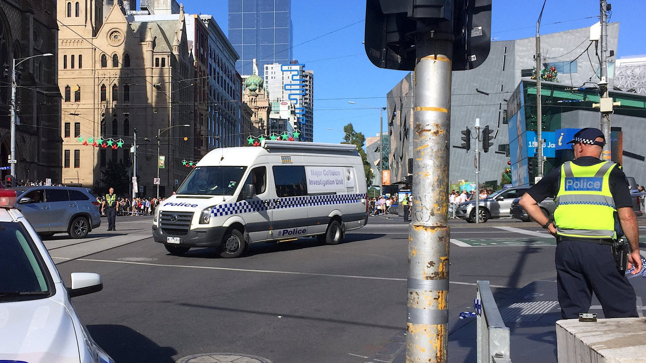 V Melbourne najelo auto do lidí, zatím není jasné, jestli šlo o teroristický útok.