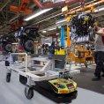 """V továrně Seatu ve španělském Martorell """"pracuje"""" 125 přepravních robotů"""