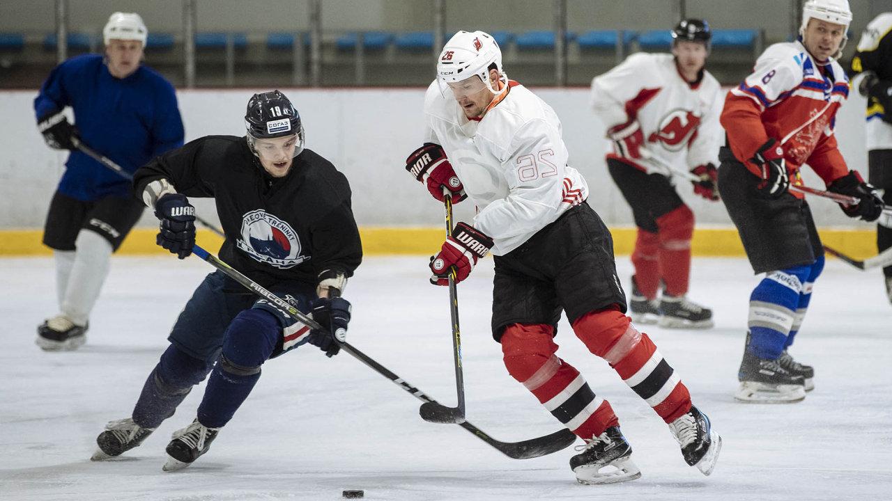 Patrik Eliáš spolu sdalšími hokejovými veterány hraje dvakrát týdně vLetňanech.