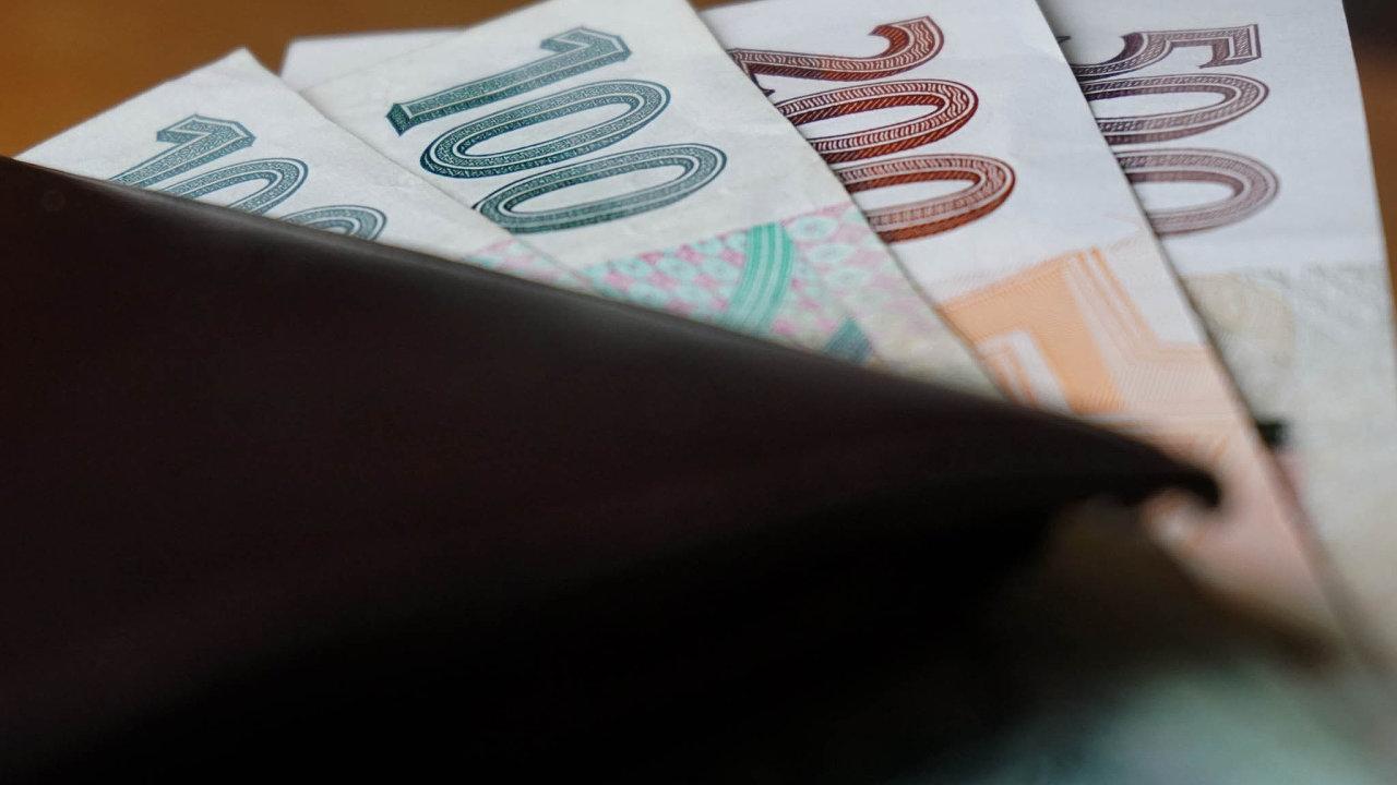 V příjmové chudobě se člověk ocitne, pokud nemá ani 60 procent mediánu příjmu.
