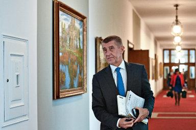Ve firmách českého premiéra Andreje Babiše pracují zahraniční dělníci často za velmi špatných podmínek, řada z nich navíc do Česka přišla za značně podezřelých okolností.