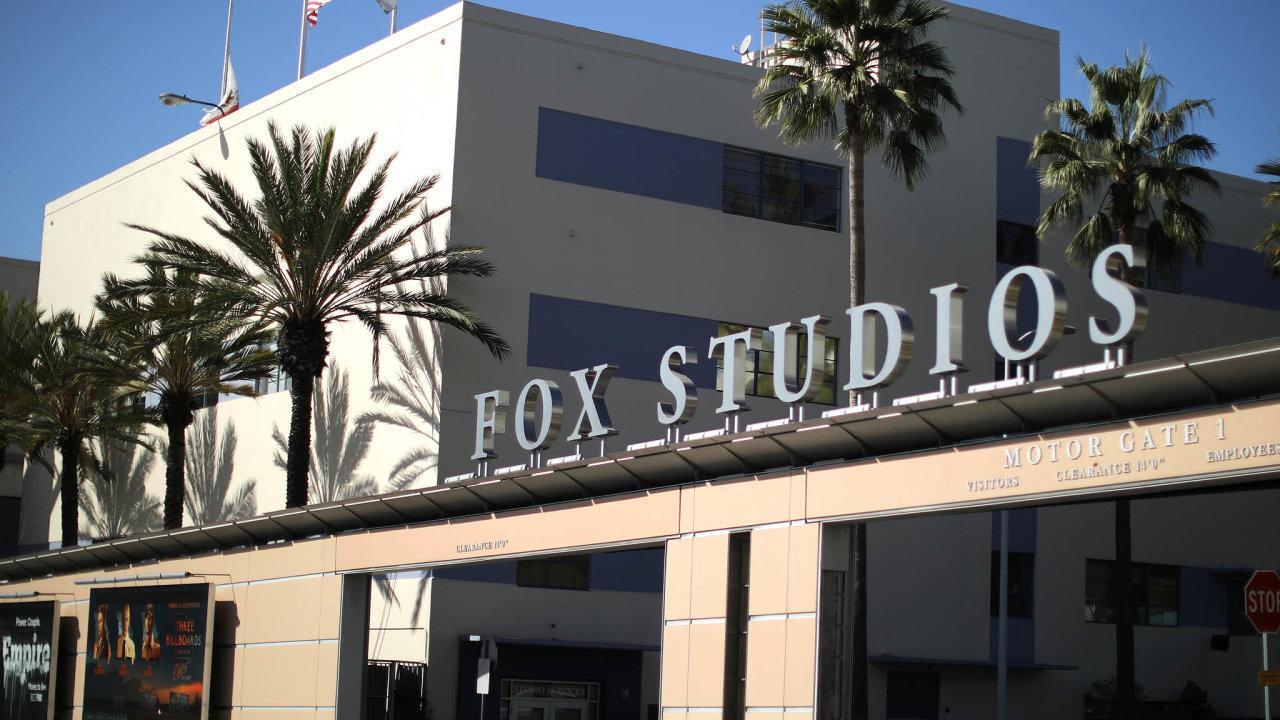 Za výraznou transakci proměňující globální odvětví lze považovat dokončení nákupu studia 21st Century Fox mediální a filmovou společností Walt Disney za 71,3 miliardy dolarů.