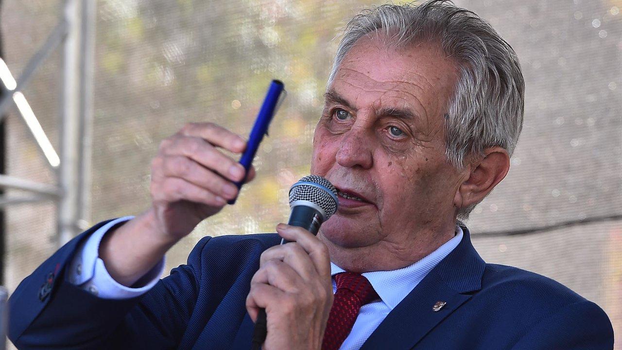 Pod taktovkou prezidenta: Dokud bude vládní kabinet vsoučasném složení avjeho čele zůstane Andrej Babiš, bude vliv Miloše Zemana dál narůstat.