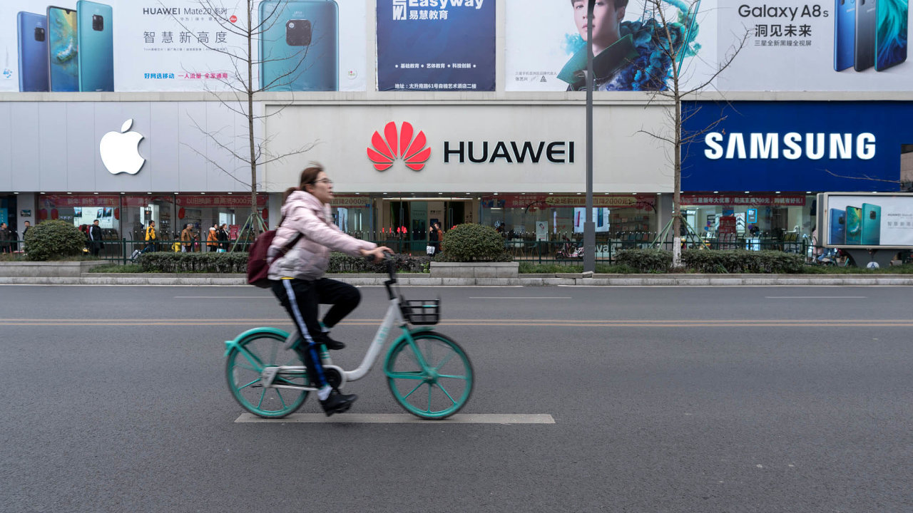 Souboj titánů: Apple, Huawei, Samsung.