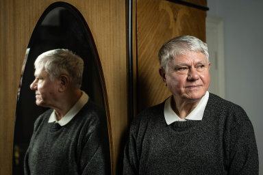 Třicet let v životě kněze. Václav Malý se opět dostal na pódium před demonstranty. V listopadu 1989 byl u změny režimu, na sklonku loňského roku promluvil k lidem o změnách nutných uvnitř společnosti.