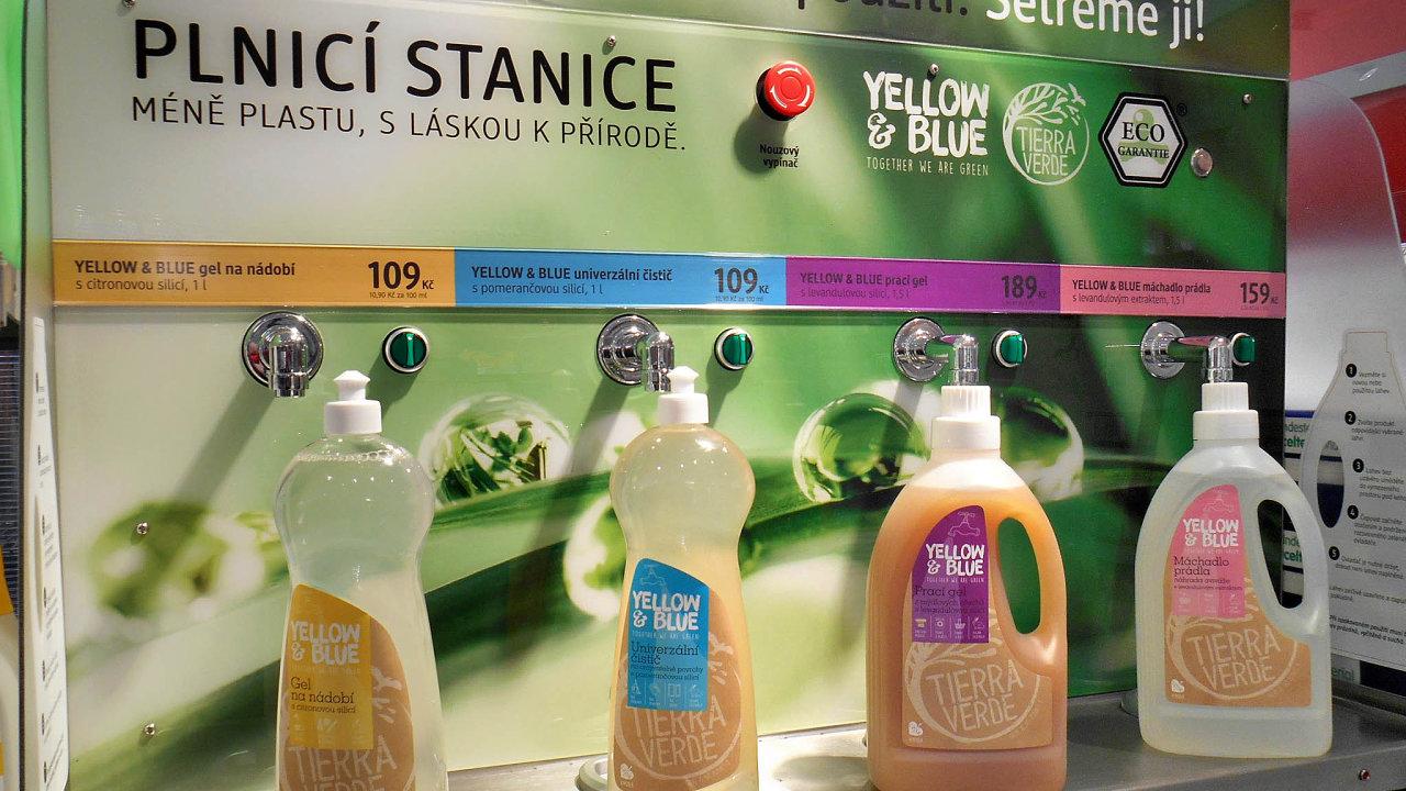 Bez obalu. Drogerie dm nyní stáčí prací gel v16 prodejnách.