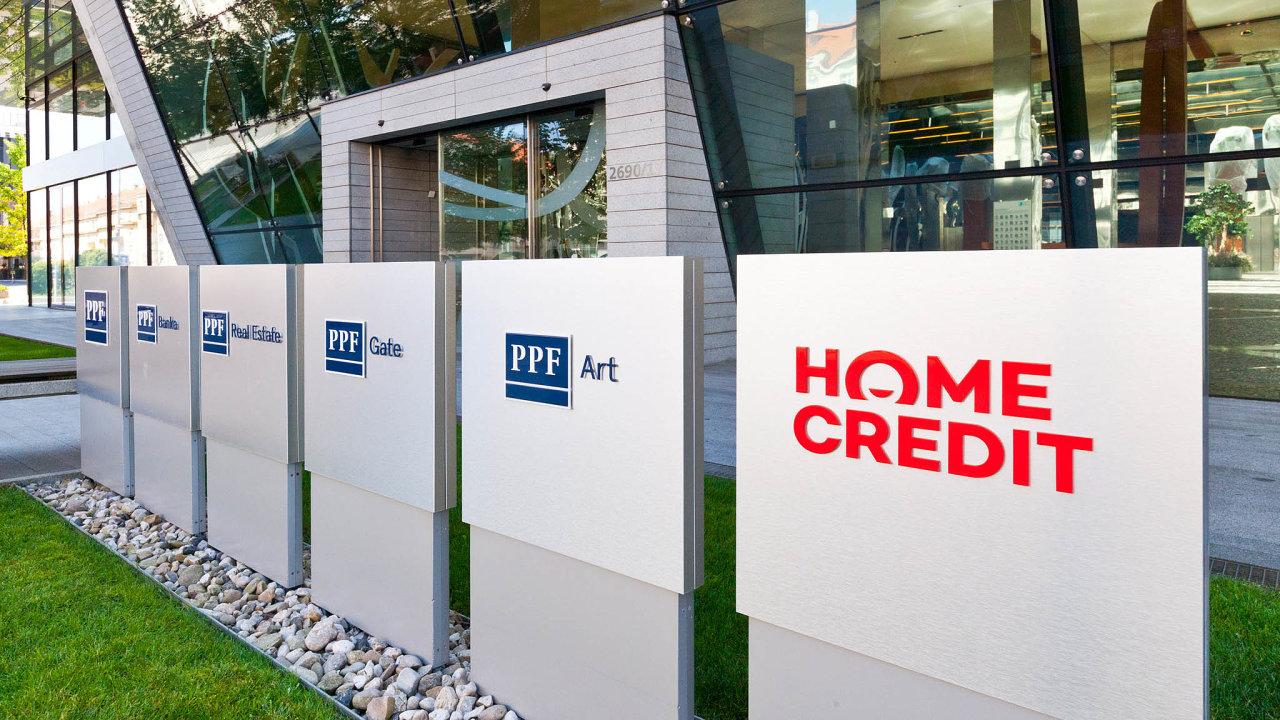 Celosvětově skupina zaměstnává na 98 tisíc lidí, jen v ČR společnosti PPF evidovaly koncem loňského června zhruba 14 tisíc zaměstnanců.