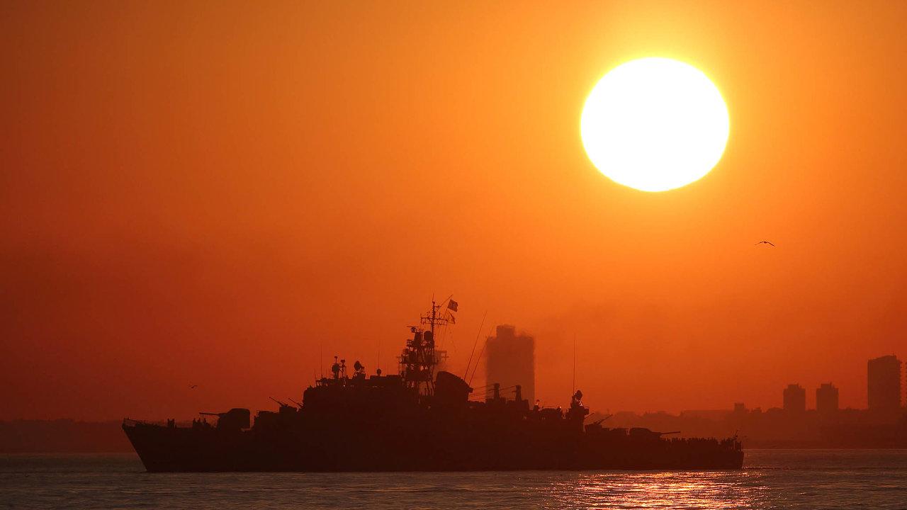 Ankara vysílá kbřehům řeckých ostrovů svá průzkumná geologická plavidla často doprovázená konvojem válečných lodí.