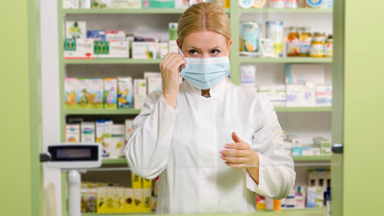 Testy, které umožní zjistit nákazu koronavirem zdomova, půjdou zřejmě rychle naodbyt. Americká léková agentura nedávno schválila první sadu certifikovanou nadomácí použití.