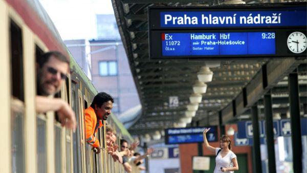 Odjezd vlaku z pražského hlavního nádraží