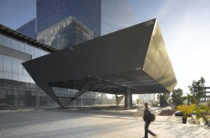 Divadlo v Mexiku je skryté pod povrchem, nad zemí se chlubí jen černou korunou