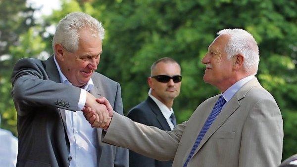 Václava Klause ve funkci vystřídal poprvé přímo volený prezident Miloš Zeman.