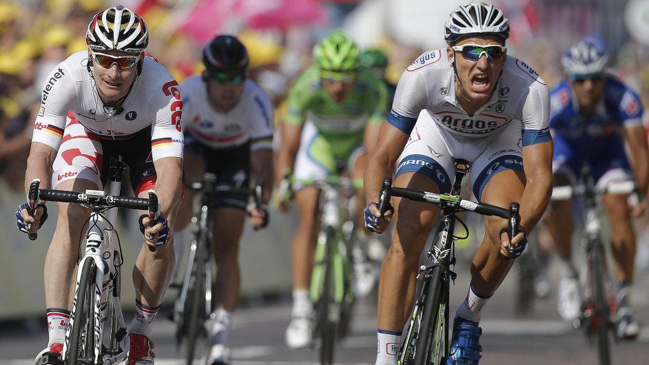 Marcel Kittel (vpravo) byl v 10. etapě Tour nejrychlejší