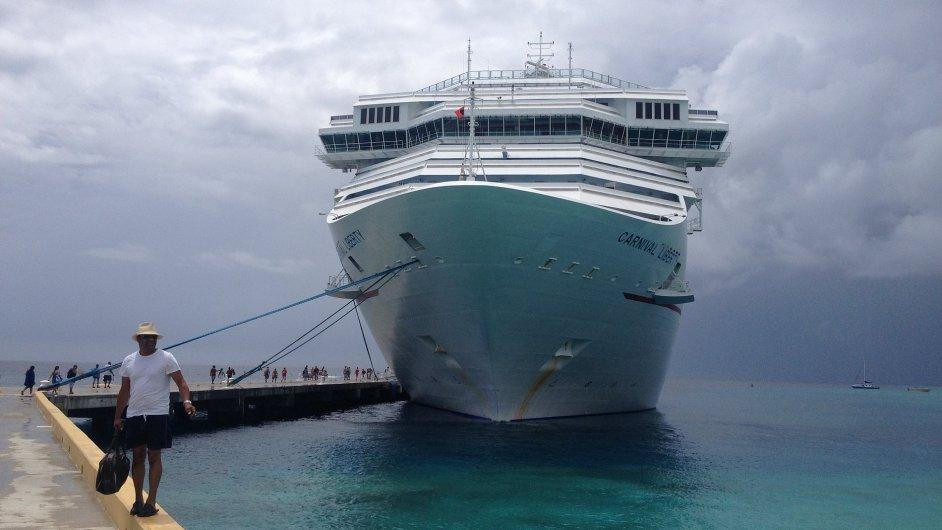 Loď Carnival Liberty před naloděním