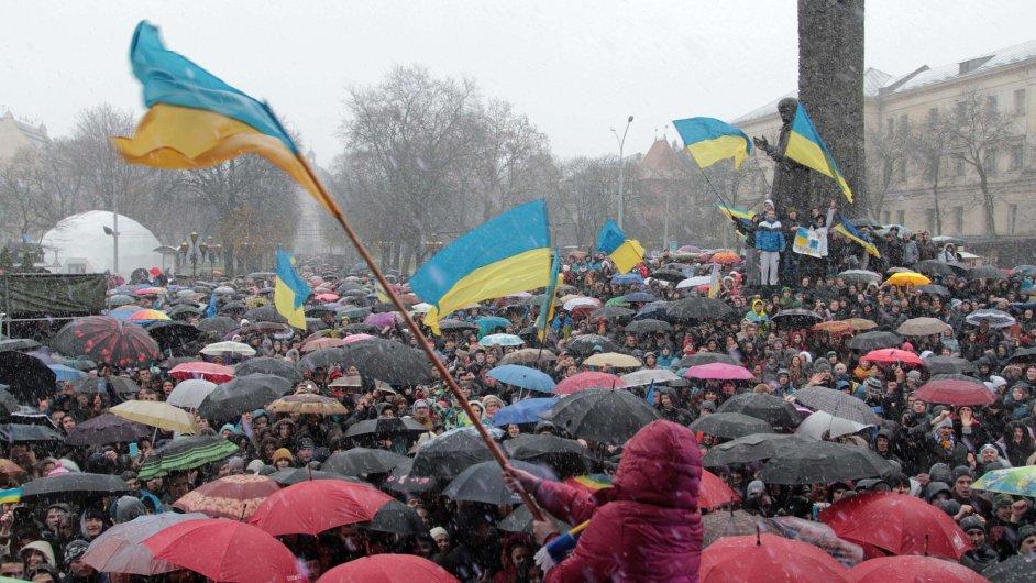 Pondělní protivládní protest v ukrajinském městě Lvov