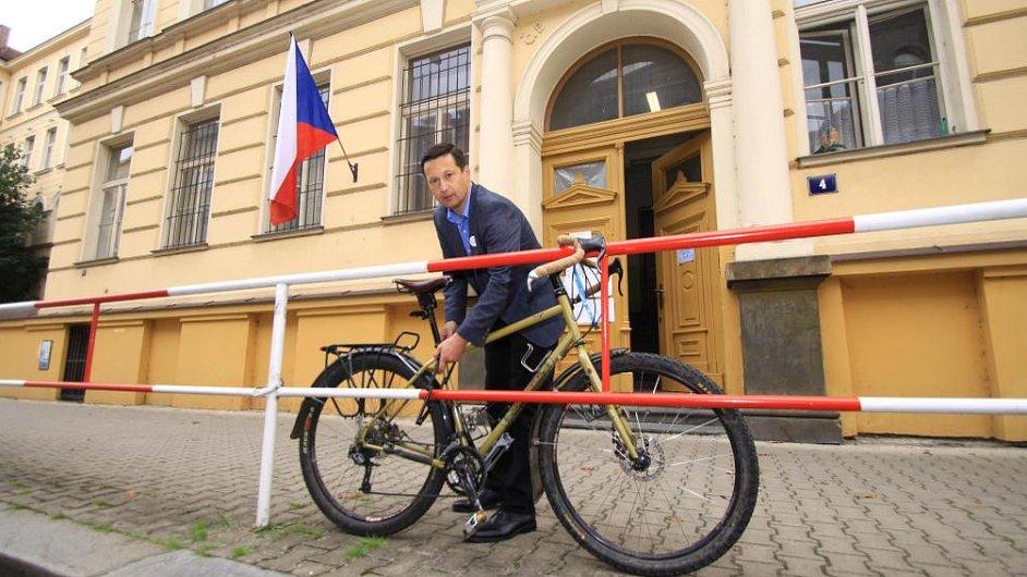 Petr Štěpánek jel na kole i volit.