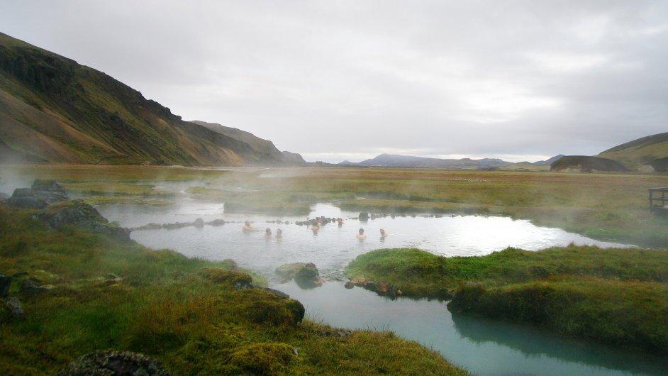 Termální prameny v Landmannalaugaru mají úžasnou atmosféru.