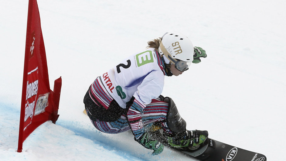 Snowboardistka Ester Ledecká při své zlaté jízdě na mistrovství světa v paralelním slalomu.