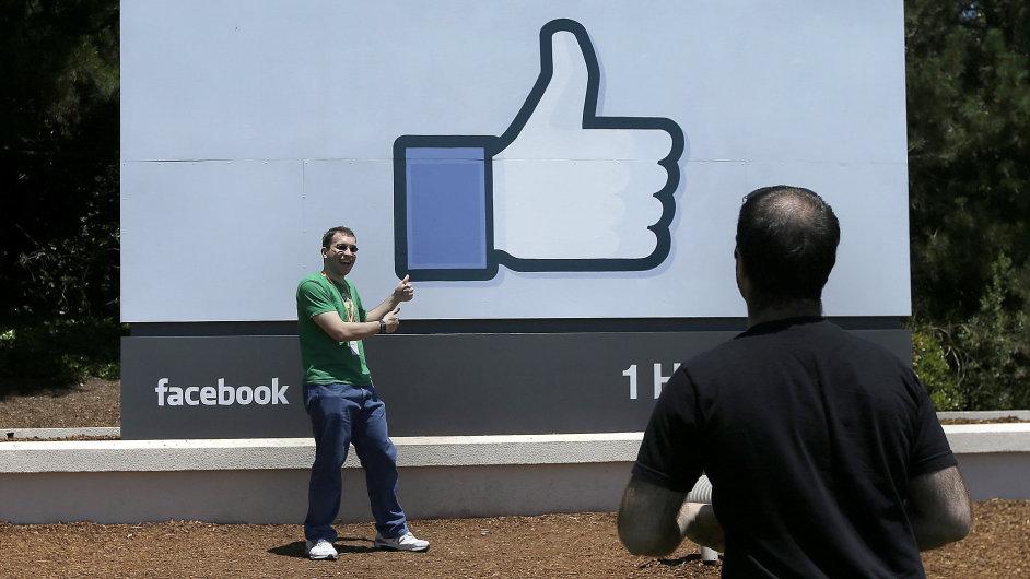 Facebook zaznamenal růst držeb, čistý zisk mu ale nadále klesá - Ilustrační foto.