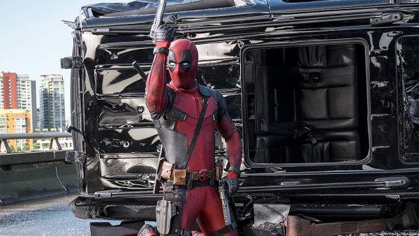 Snímek Deadpool se v českých kinech promítá od 11. února.