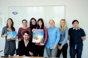 VPlzni vznikla nová jazyková škola se zaměřením na ruštinu. Její majitelkou je Oksana Vachruševová (první zleva), která přišla do Česka zRuska.