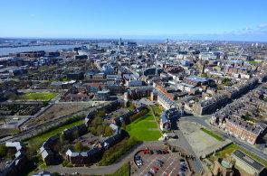 Liverpool v kostce: Tři grácie, hoši z bronzu a zvěřinec na břehu řeky Mersey