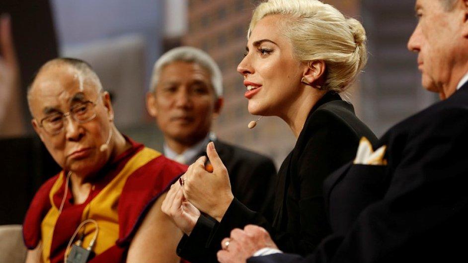 Lady Gaga se s dalajlamou setkala na konferenci v americkém Indianapolis.