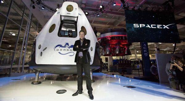 Elon Musk s vesmírnou lodí Dragon V2
